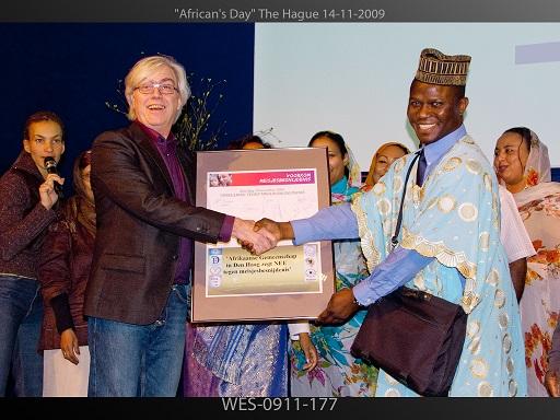 Campagne tegen meisjesbesnijdenis met toen wethouder Bert van Alphen